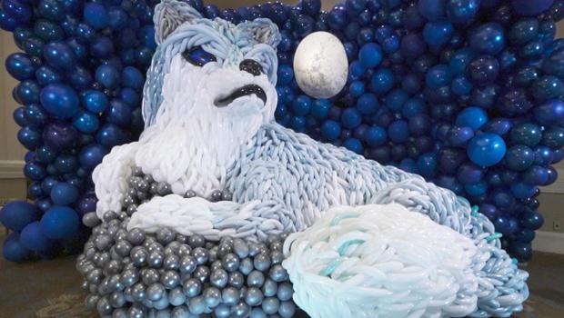A Russian wolf balloon sculpture