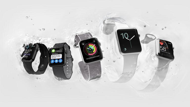До apple watch использовал pebble, там был огромный магазин циферблатов, можно было найти все, что душе угодно, мусора тоже было изрядно, но фильтровалось все по количеству скачиваний и оценкам пользователей - так что весь мусор был глубоко внизу.