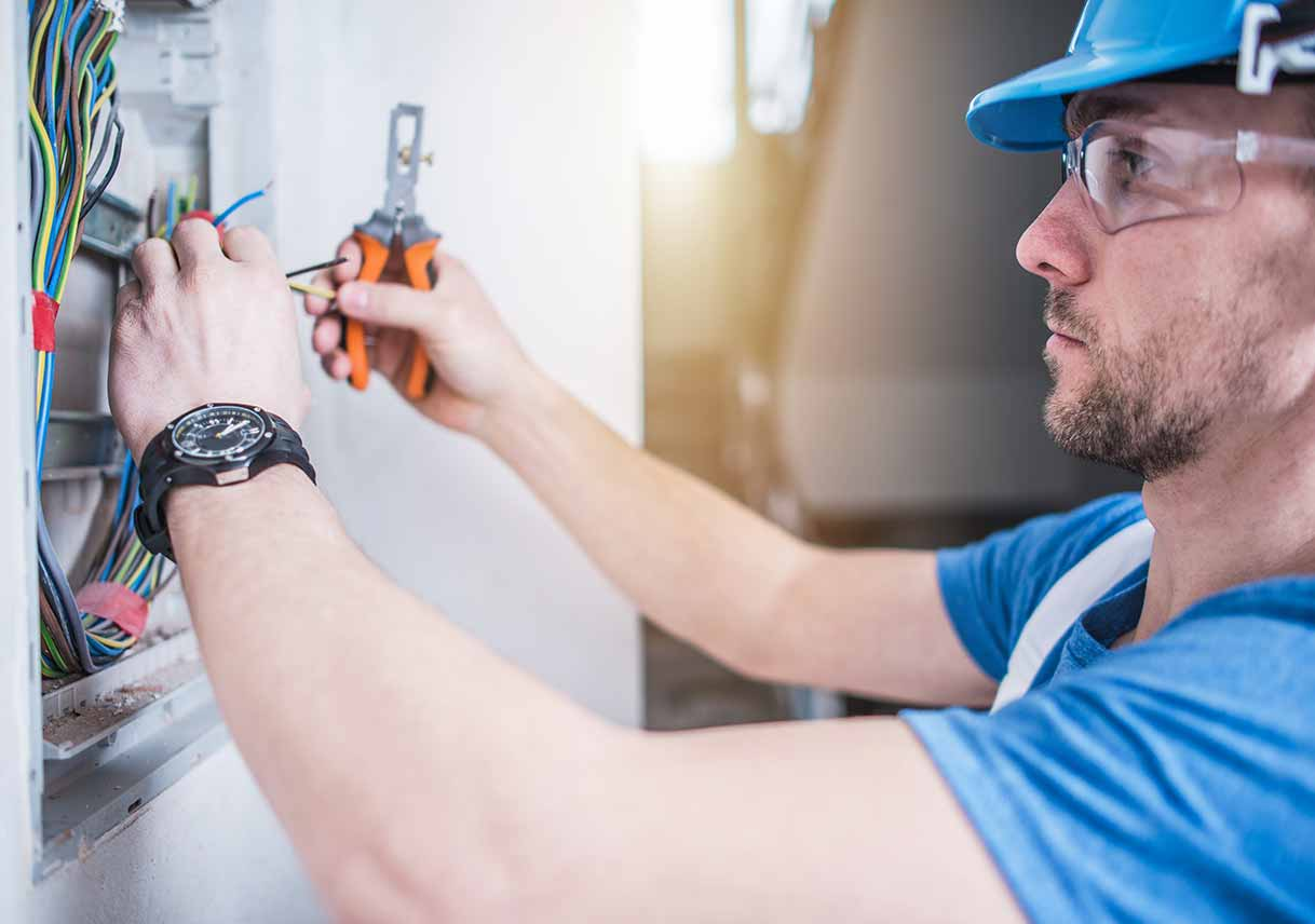 Hire the Professionally Trained Electrician